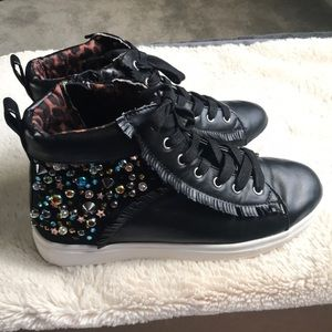 Steve Madden high top tennis shoes size 3